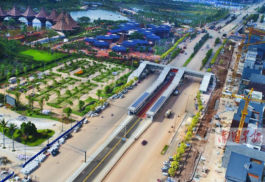 10月26日焦点图:南宁BRT2号线试运行 全长约17.4km