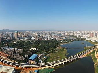10月30日焦点图:南宁东西向快速路主线贯通