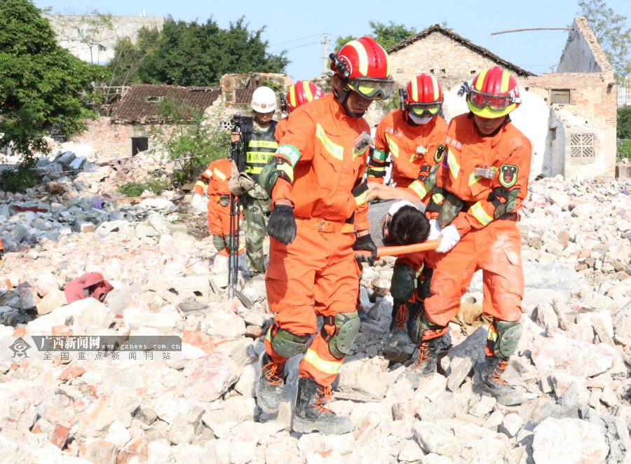 广西消防开展地震灾害事故跨区域实战演练(组图)