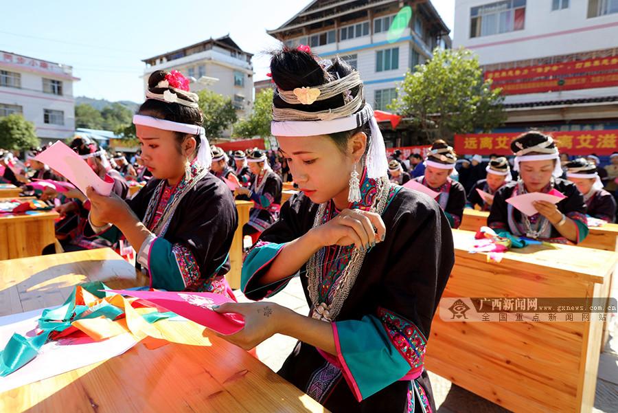 """三江侗族自治县同乐苗族乡举行""""双学双比""""刺绣比赛"""