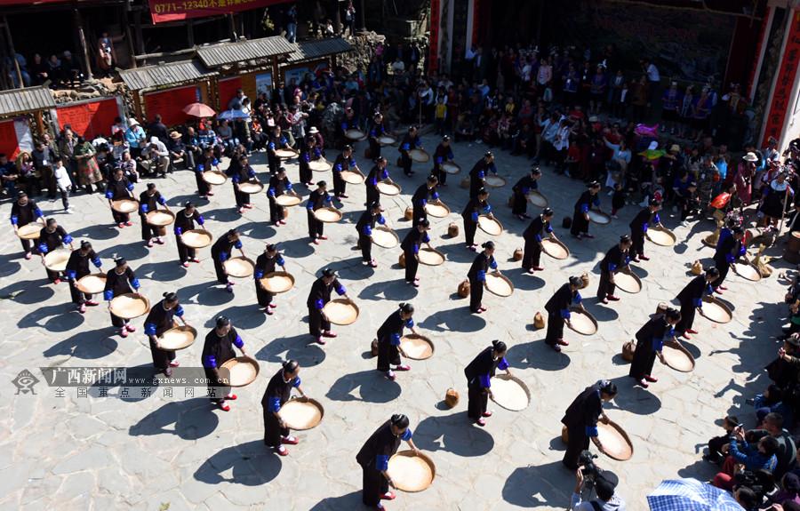 三江举办多彩薯节庆丰收 群众着民族盛装激情欢庆