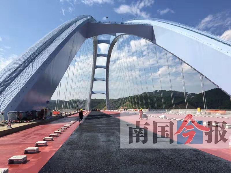 """11月6日焦点图:南宁交通建设""""遍地开花"""""""