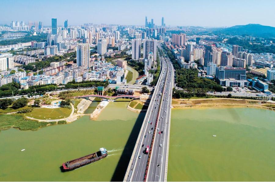 一座桥繁荣一座城 空中飞虹见证南宁发展巨变(图)