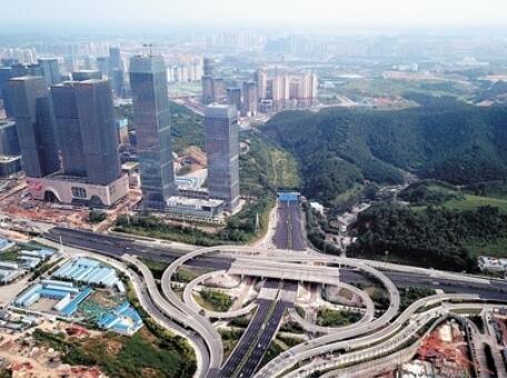 """南宁立交桥""""之最"""" 多座立交桥同开工同建成(图)"""