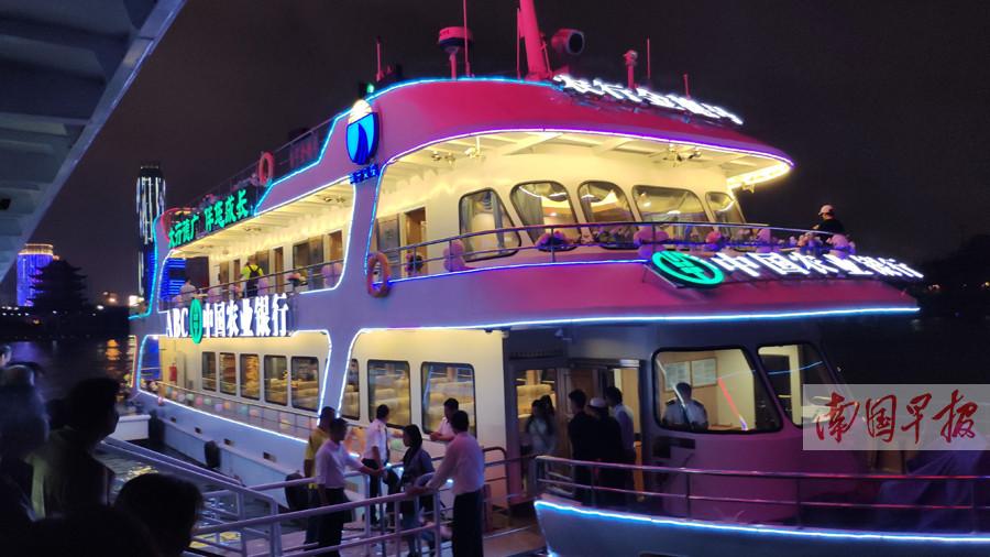11月16日焦点图:邕江游船即将开通 大厅票价100元/人