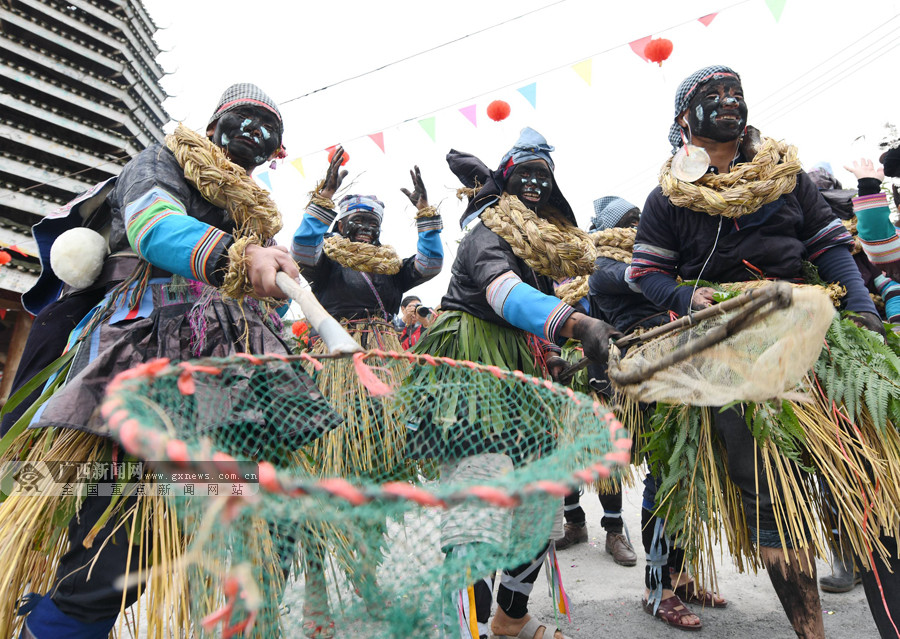 高清:罗城纳冷侗寨农历十月十二抓鱼闹欢腾