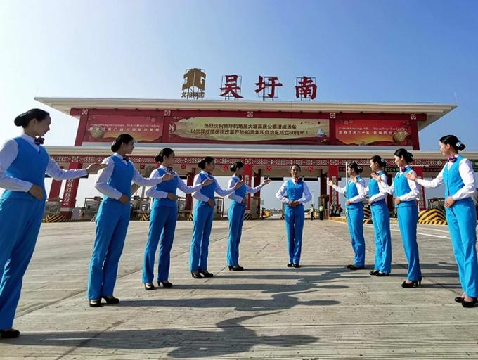 高清组图:吴圩机场至大塘高速公路11月28日通车