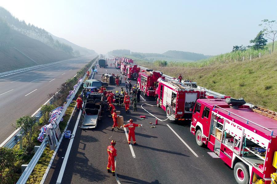 广西高速公路交通事故救援跨区域综合演练举行