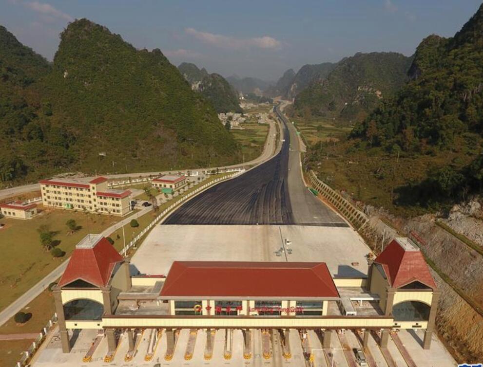 高清:中越边境靖西至龙邦高速公路预计年底通车