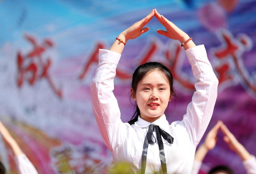 放飞梦想 融安600多名高三学生举行成人礼致青春
