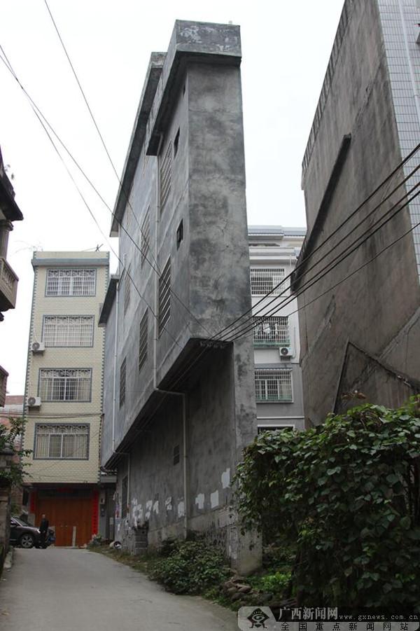 """桂林荔浦现""""网红""""最薄楼房 最薄处仅43厘米"""