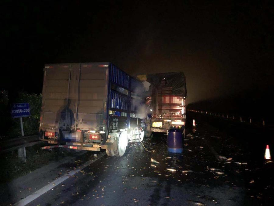 货车高速路上追尾重型半挂牵引车致一人死亡(图)