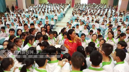 奥运冠军奚爱华、邓琳琳走进广西恭城与学生交流