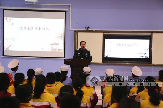 """蒙山开展第七个""""全国交通安全日""""主题宣传活动"""