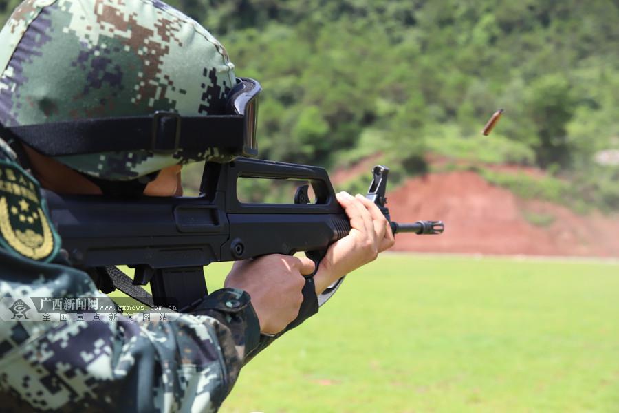 决胜分秒间 实拍武警特战队员实弹射击考核(图)