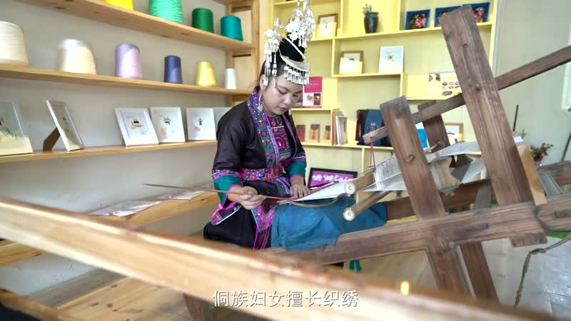 将传统技艺运用到文创产品 侗绣作品远销海内外