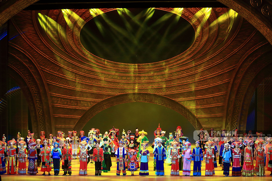 高清组图:庆祝自治区成立六十周年文艺晚会掠影