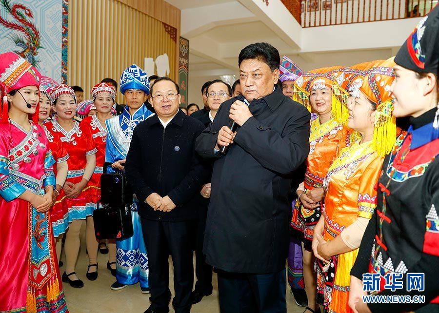 白玛赤林率中央代表团四分团在来宾看望慰问各族各界干部群众