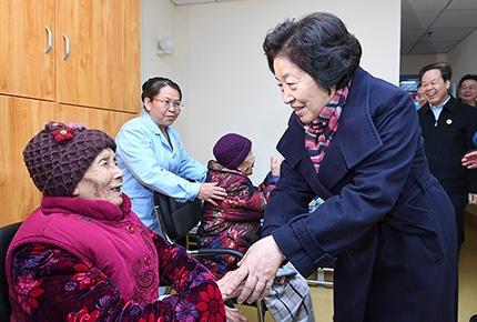 孙春兰率中央代表团二分团看望慰问干部群众