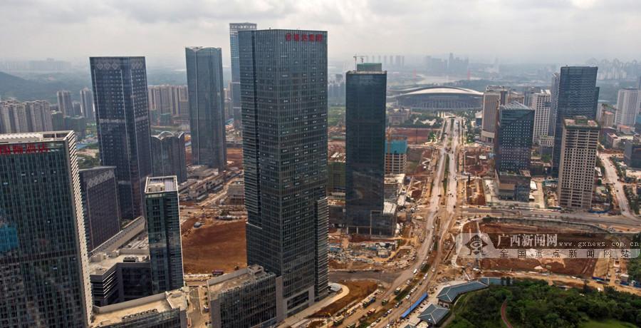 1月17日焦点图:南宁五象新区总部基地施工热火朝天