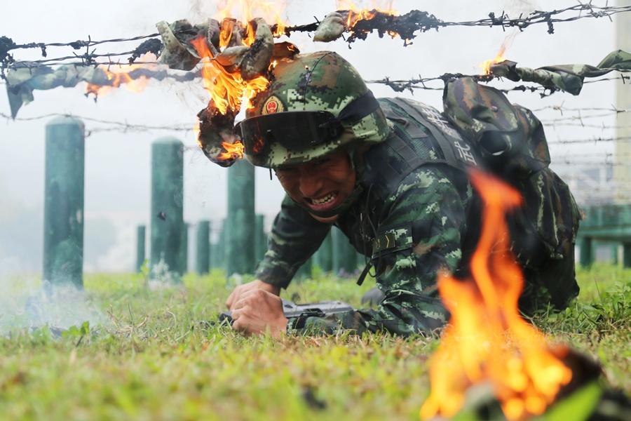 高清图集:武警特战队员开展强化训练