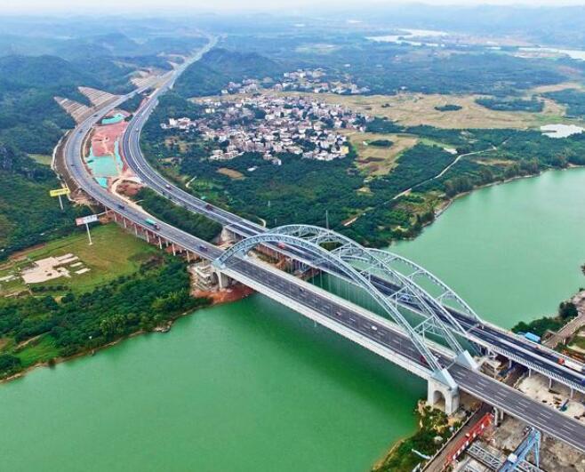 春节期间新旧六景大桥同时使用