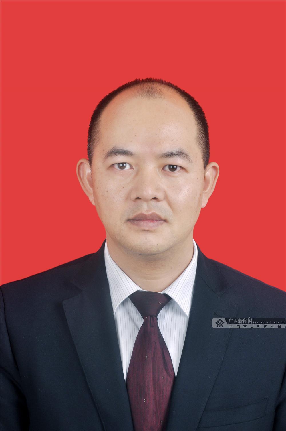 广西鸿翔一心堂药业有限责任公司总经理黄永强向全区人民拜年