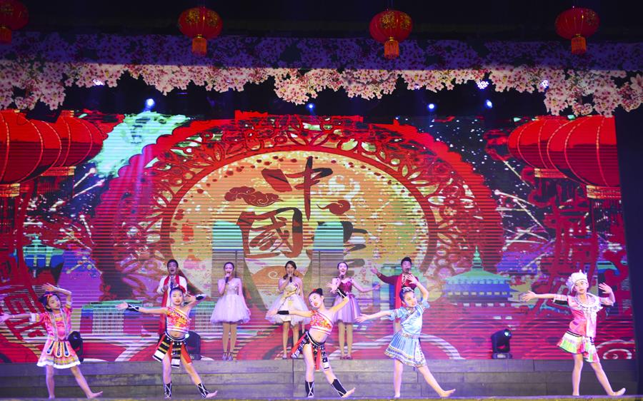 龙胜举行2019年春节联欢晚会 多彩节目迎新春(图)