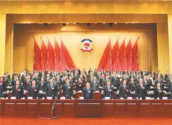 自治区政协十二届二次会议胜利闭幕