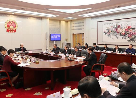 自治区十三届人大常委会第二十七次主任会议召开