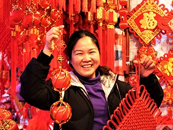 高清:一片红火!猪年春节临近 手机pt电子技巧街头年味渐浓