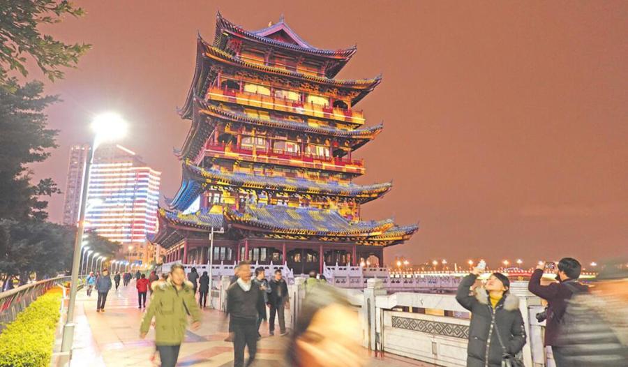 2月12日焦点图:别致的邕江夜景图 点亮了南宁夜空