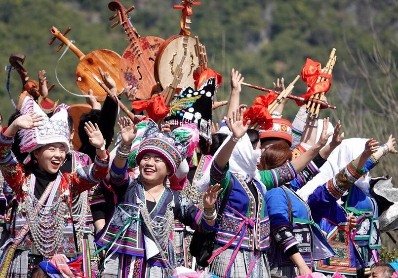 隆林:苗族跳坡节 欢乐闹新春