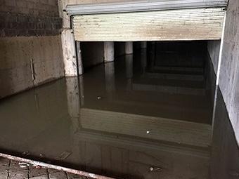 """2月21日焦点图:南宁一停车场被淹成""""内海"""""""