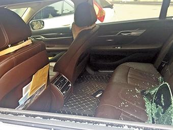 2月23日焦点图:南宁某小区12辆车被砸 有宝马奥迪