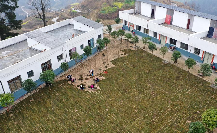 柳州三江群众美化家园助力脱贫攻坚(组图)