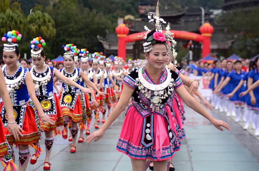柳州三江广场舞大赛 36支队伍舞出侗乡妇女风采