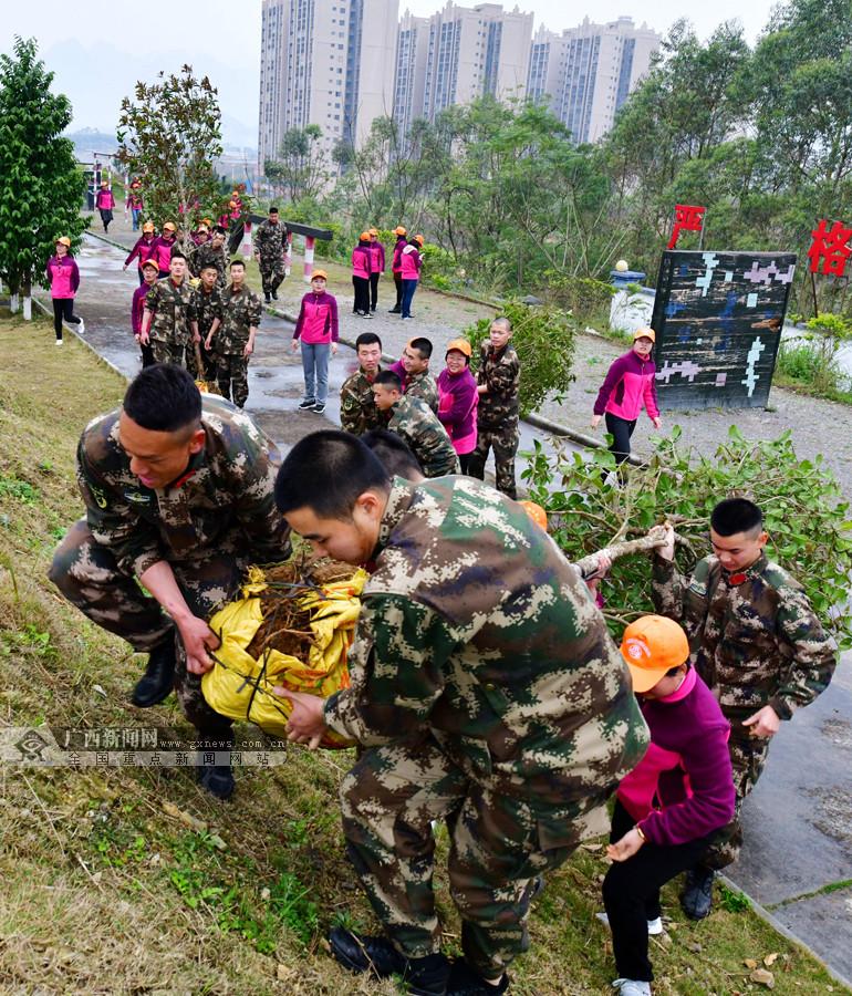 忻城基层女职工与武警官兵共植巾帼树(组图)