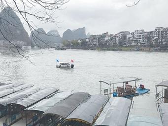 3月6日焦点图£º受强降雨影响 漓江排筏全线封航