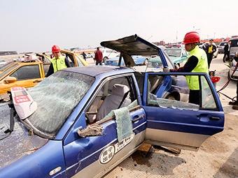 3月13日焦点图:南宁350辆非法营运车辆被强制拆解