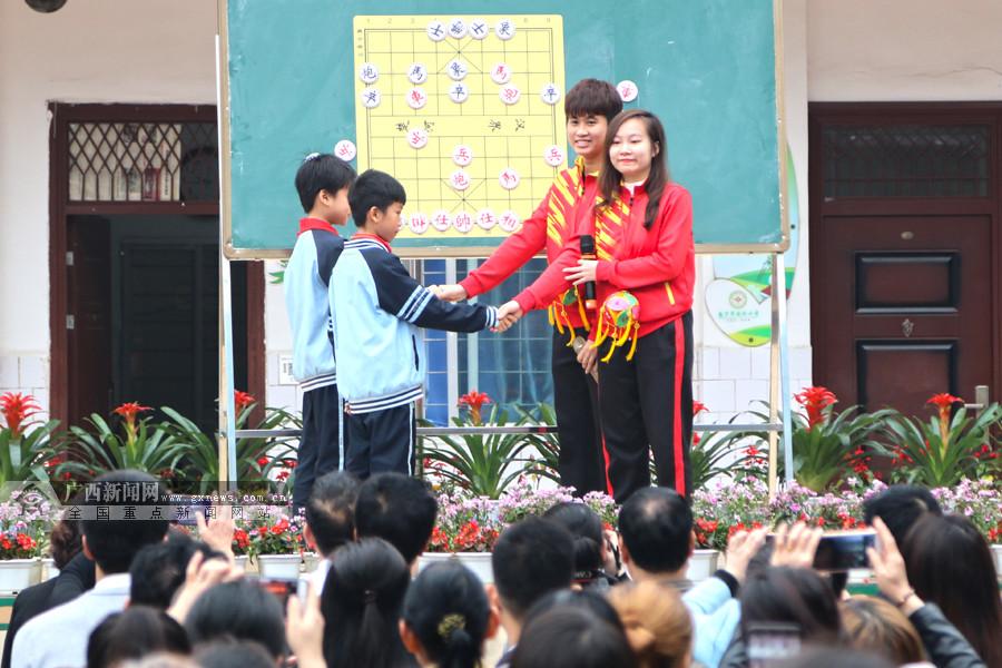 特色立校出新招 南宁陈村小学举办象棋国际交流节