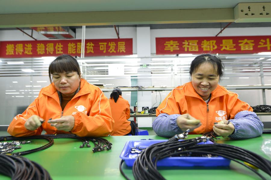"""龙胜推进""""扶贫车间""""项目 贫困户家门口就近就业"""