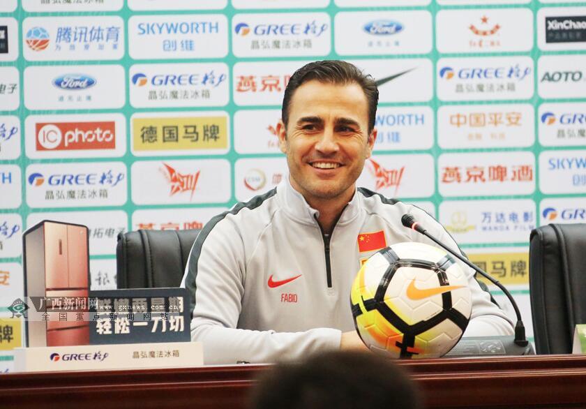 卡纳瓦罗首次以国家队主教练身份现身媒体面前