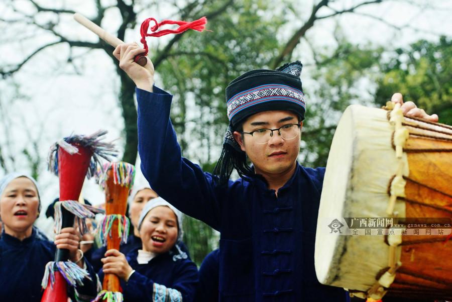 """高清:24岁的瑶族小伙 年纪轻轻已获""""八桂天工奖"""""""