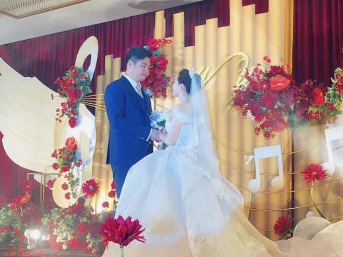 3月25日焦点:这对年轻人婚礼被热传 堪称视听盛宴