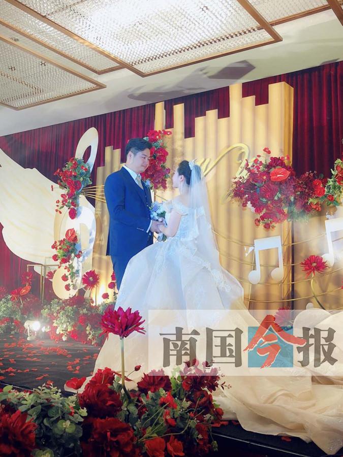 3月25日焦点图:这对年轻人婚礼被热传 堪称视听盛宴