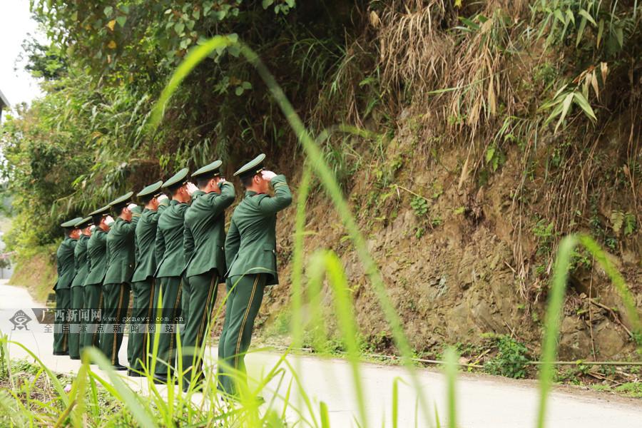 河池:武警官兵���鹩殃�卓��(�M�D)