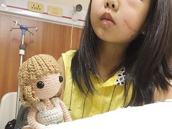 4月9日焦点图:女孩左眼失明 父亲想移植眼球