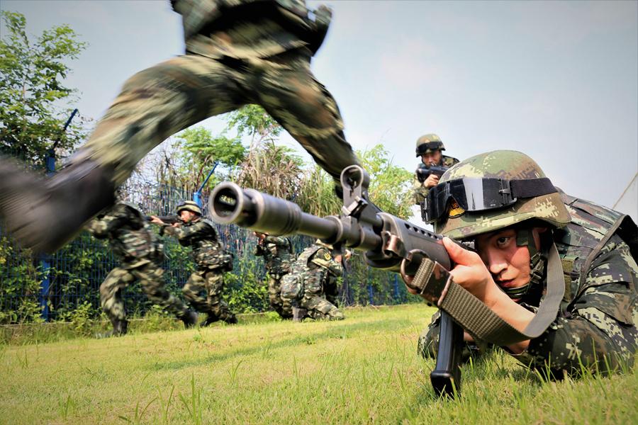 北海:武警官兵开展强化训练 提高打赢本领(组图)