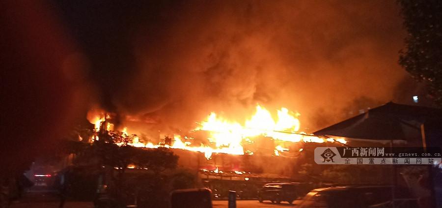 广西花鸟交易市场发生火灾 火势蔓延整个花市区